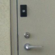 勝手口、KABA社製CP認定のシリンダーと補助錠を取り付け